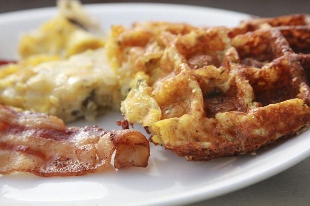 卵とチーズのお食事ワッフル
